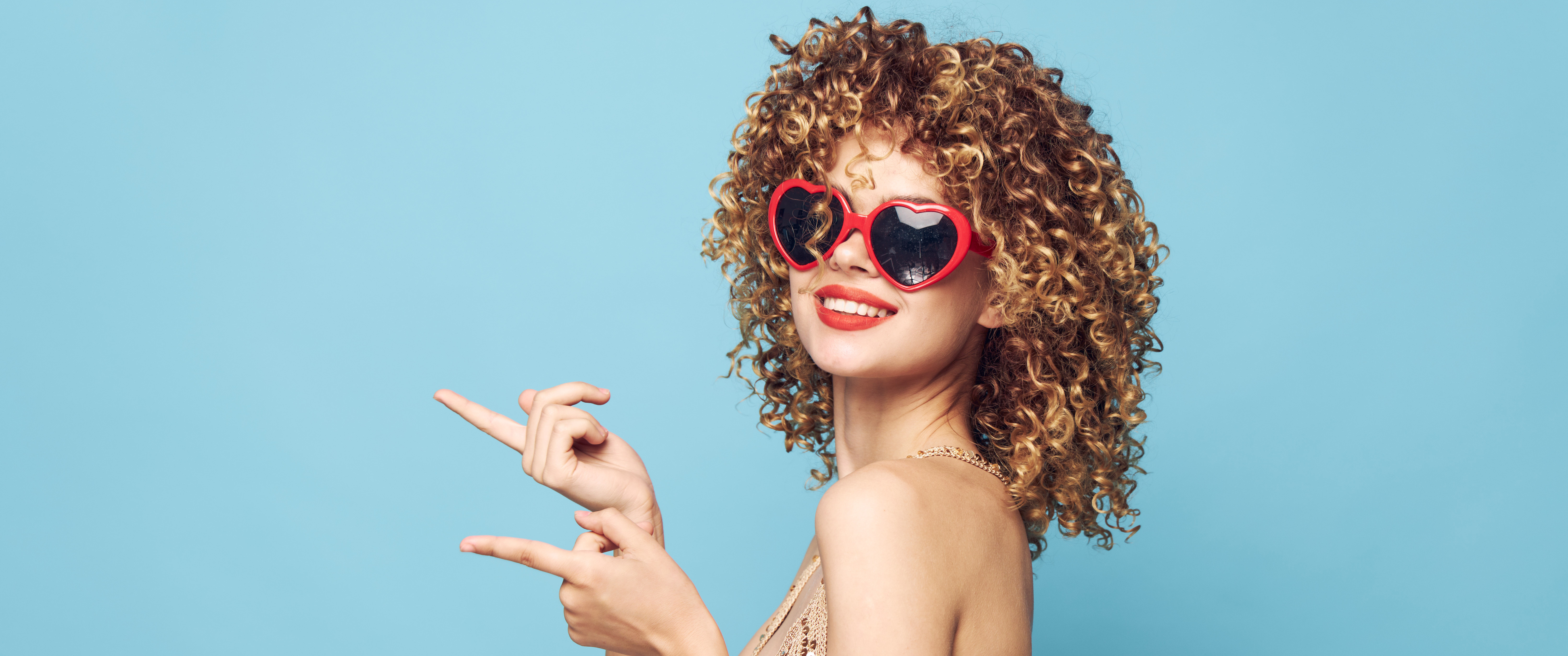 Lunette Hero Image of a Woman With Sunglasses