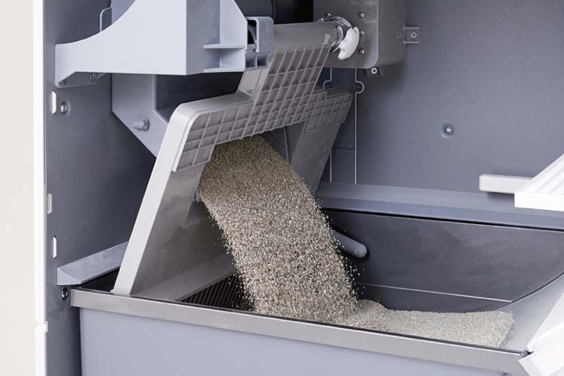 LavvieBot S automatically refilling with sand
